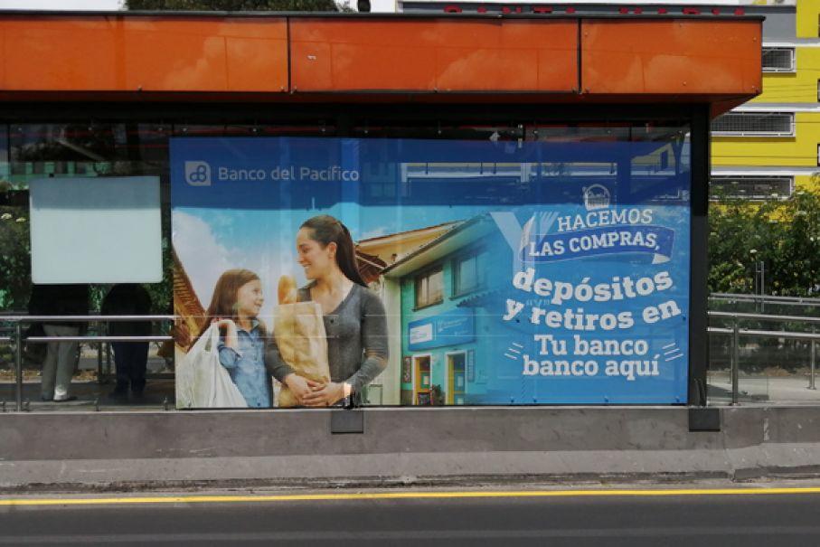 Publicidad en paradas ecovía y trole Quito